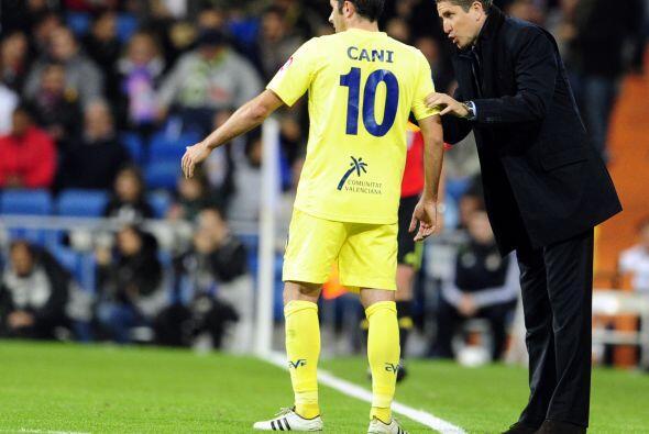 El técnico Juan Carlos Garrido intentaba reanimar a sus dirigidos, pero...