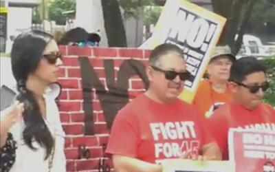Protestan en Houston para que las autoridades tomen acción contra la ley...