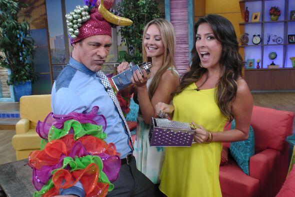 Johnny, Ximena y Maity estaban listos para la fiesta.