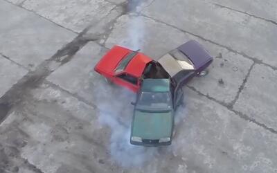Un 'fidget spinner' hecho de carros