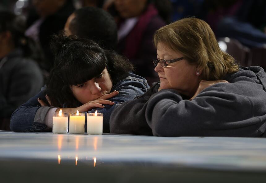 Vigilia en San Bernardino por las víctimas del centro de atención a disc...