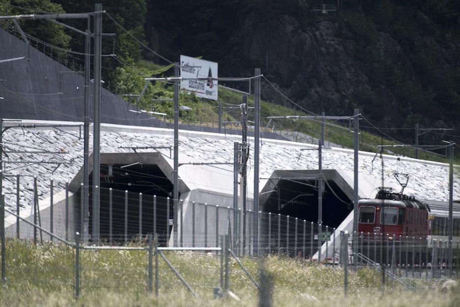 Inauguran el túnel más largo y profundo del mundo tunel3.jpg