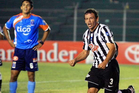 Adalberto Román anotó uno de los dos goles del equipo guaraní. Paraguay...