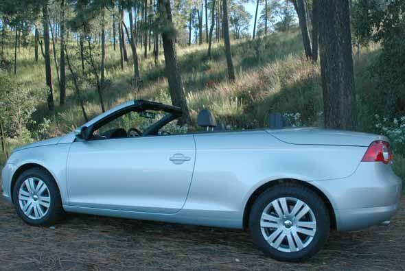 El Eos no es un auto deportivo, pero tampoco es una auto que sólo se dis...