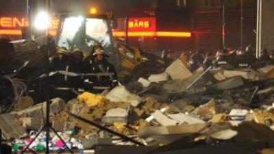 Al menos 32 personas han muerto al derrumbarse el techo de un centro com...