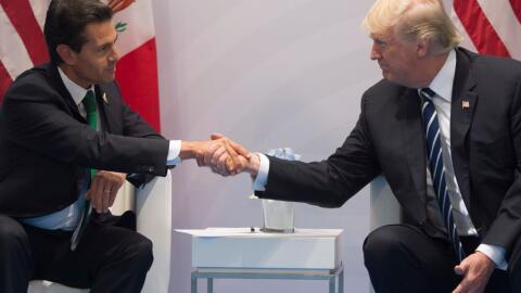Los presidentes Enrique Peña Nieto y Donald Trump después...