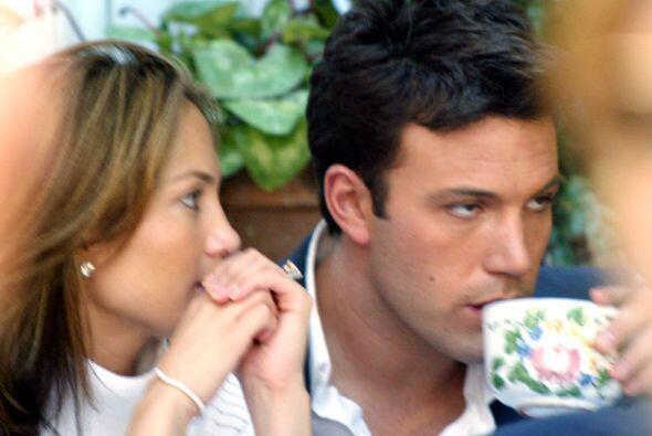 JLo y Ben Affleck iniciaron su romance en 2002, uno de los más sonados e...