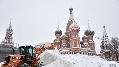 'La nevada del siglo' deja a Moscú sepultada bajo la nieve (fotos)