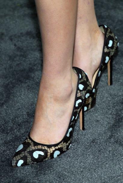 Zoey Deutch optó por unos 'stilettos' con transparencias para destacar s...