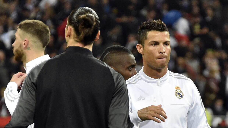 Cristiano saludando a Ibrahimovic