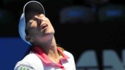 Justine Henin, vencedora en 2004, cae de muy alto en Melbourne: si bien...