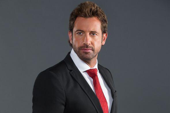 Gabriel Soto interpreta a Maximiliano, un abogado honesto que quedará pe...