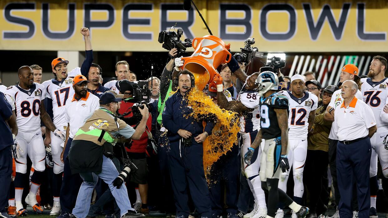 Así celebraron los Denver Broncos su triunfo en el Super Bowl 50...