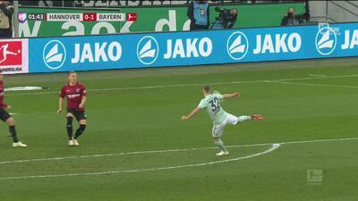 Kimmich hace una estupenda volea y pone el 0-1 ante el Hannover