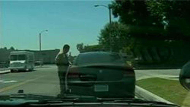 Policia de Mesa hablando con conductor de vehiculo