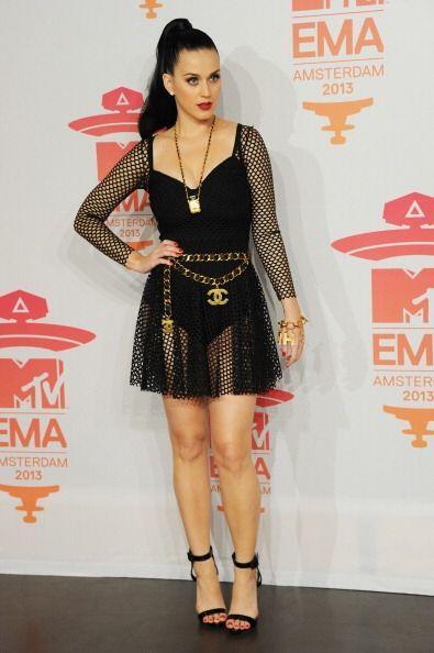 Katy Perry también se dejó envolver por la oscuridad cuando optó por usa...