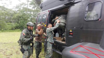 Los militares heridos fueron evacuados en un helicóptero.