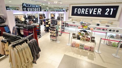 Cadena de tiendas enfrenta demanda por supuestamente discriminar a emple...