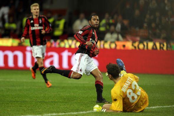 En el segundo tiempo ingresó el brasileño Robinho y desató la goleada. P...