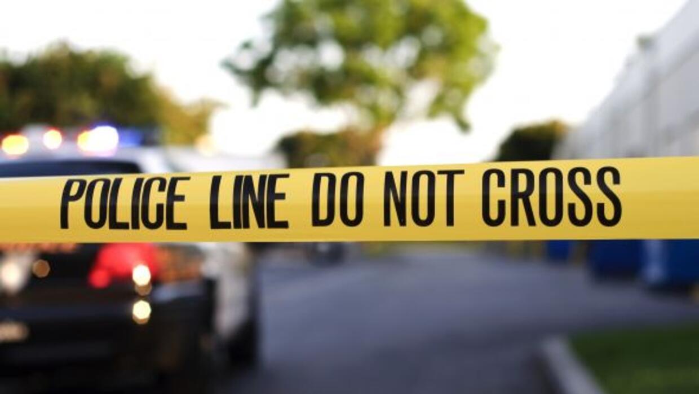 La policía busca a un hombre acusado de haber ahorcado a su madre, y de...