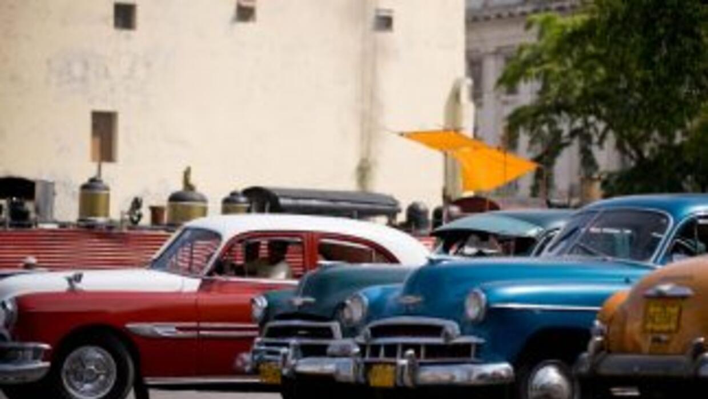 Hasta antes de la resolución, los cubanos sólo podían comprar y vender l...