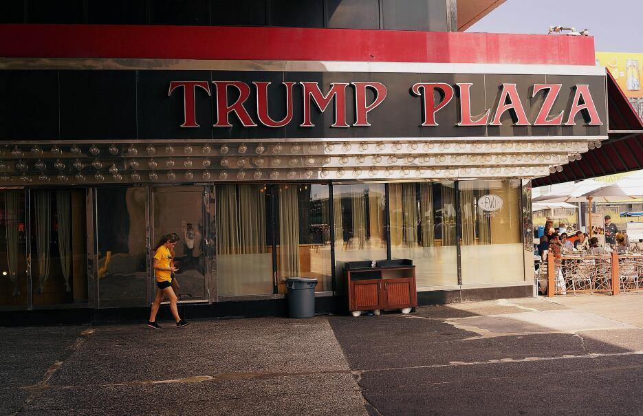 El restaurante Evo del Trump Plaza, antes de cerrar sus puertas completa...