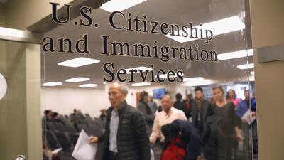 ACLU acusa a ICE y al servicio de inmigración de engañar a inmigrantes para arrestarlos y deportarlos