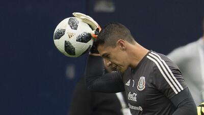 ¡Qué reflejos! Hugo González parece tener un imán de balones en sus guantes