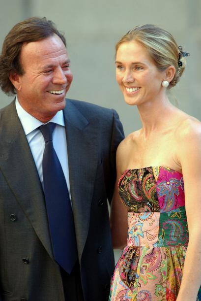 Julio Iglesias se casó con su actual esposa Miranda Rinjsburguer en el 2...