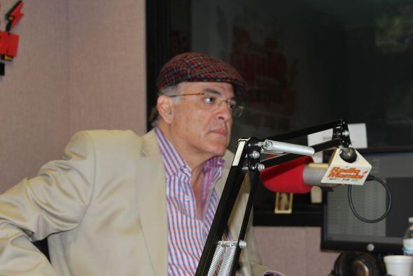 Oscar Haza conversa con Eliecer.