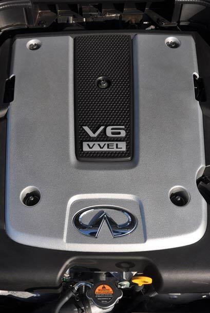 El motor V6 de 3.7 litros genera 328 caballos de fuerza y rinde un prome...