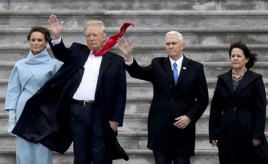 In photos: President Trump is sworn in 2017-01-20T185935Z_1468883458_HT1...