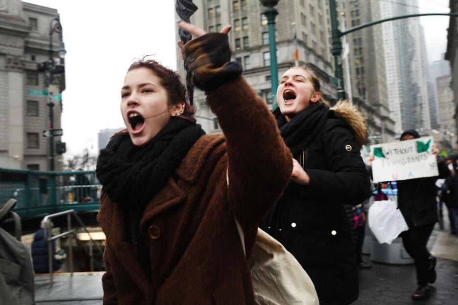 De Foley Square, en Lower Manhattan, los estudiantes se movieron a la of...