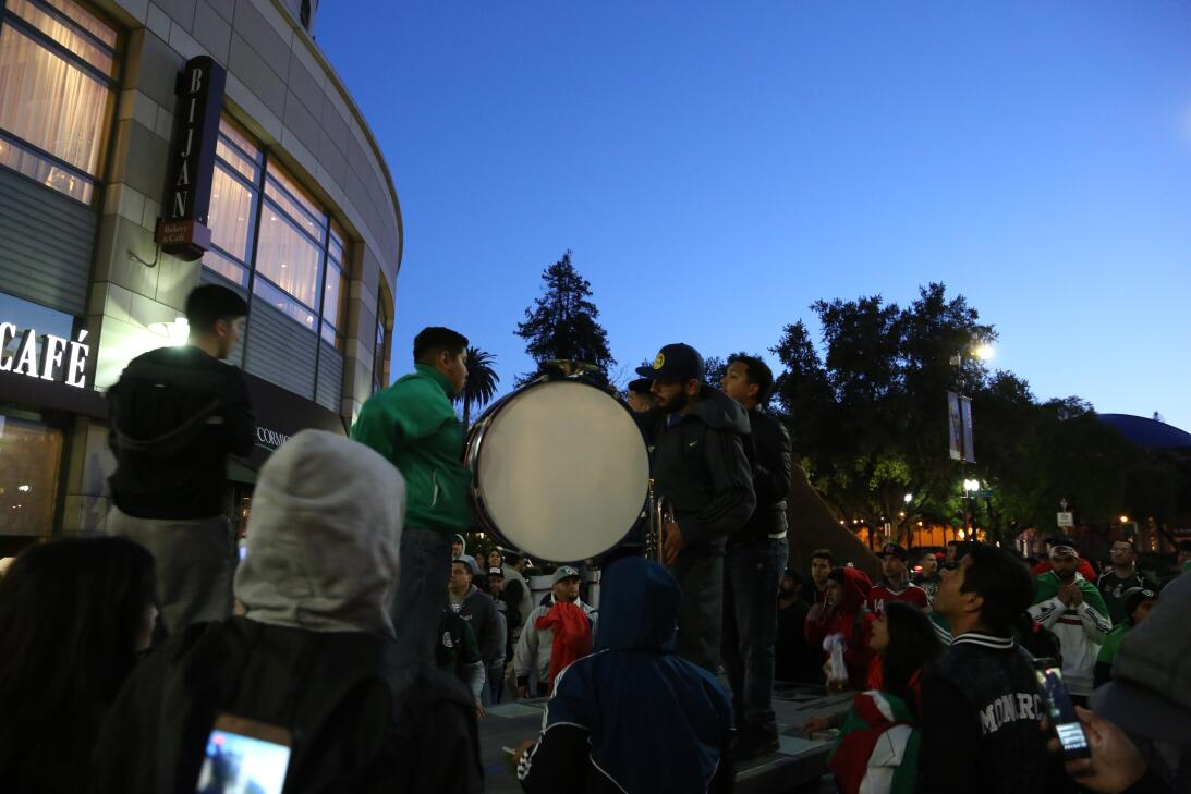 En fotos: Espectacular 'serenata' al Tri en San José avm-7665.JPG