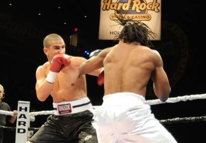 El cubano Stalinn López hizo su debut profesional ante el boxeador local...