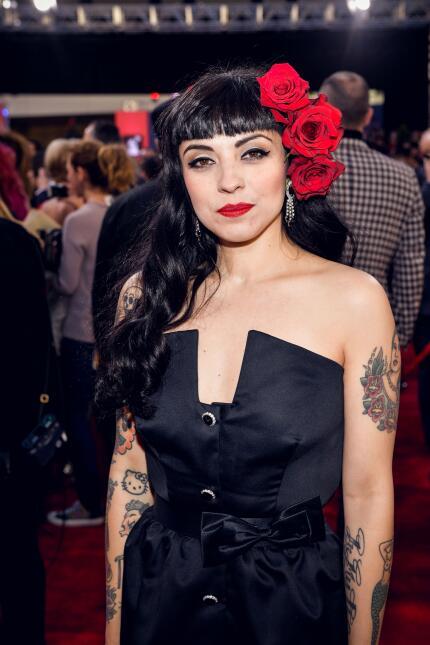Además de homenajear a México con su peinado estilo Frida Kahlo, la chil...
