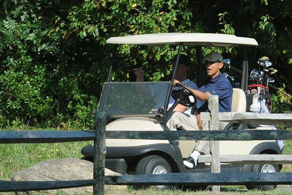 Obama también decidió aprovechar un soleado jueves para jugar otra ronda...