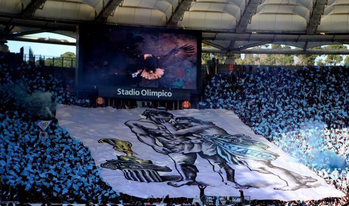 Mientras que para los laziali –fanáticos de la S.S. Lazio– sus rivales s...