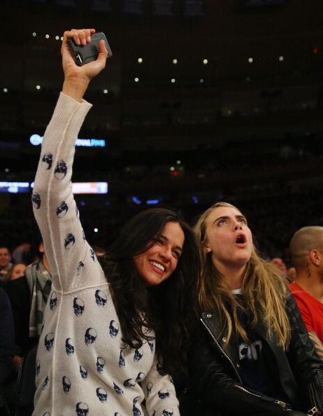 Michelle Rodríguez y Cara Delevinge fueron al juego de lo Knicks contra...