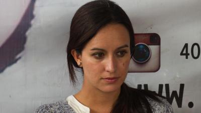 Fue reclutada por un grupo antiaborto de EEUU y con sus protestas ahora bloquea el acceso a la salud reproductiva en Colombia