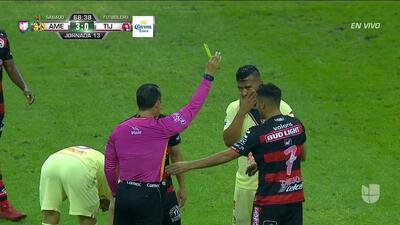 Tarjeta amarilla. El árbitro amonesta a Diego González de Club Tijuana