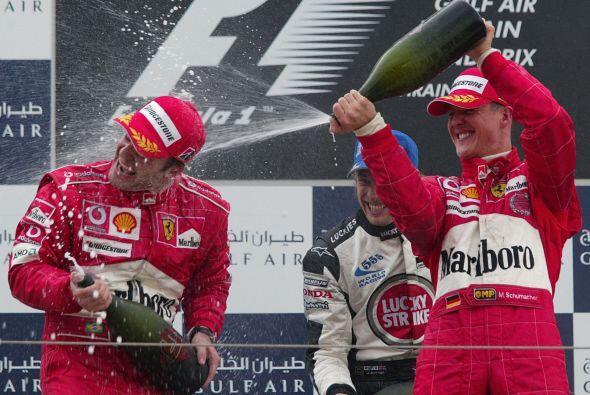 Para el 2002, Schumacher se proclamó ganador de la temporada, seis carre...