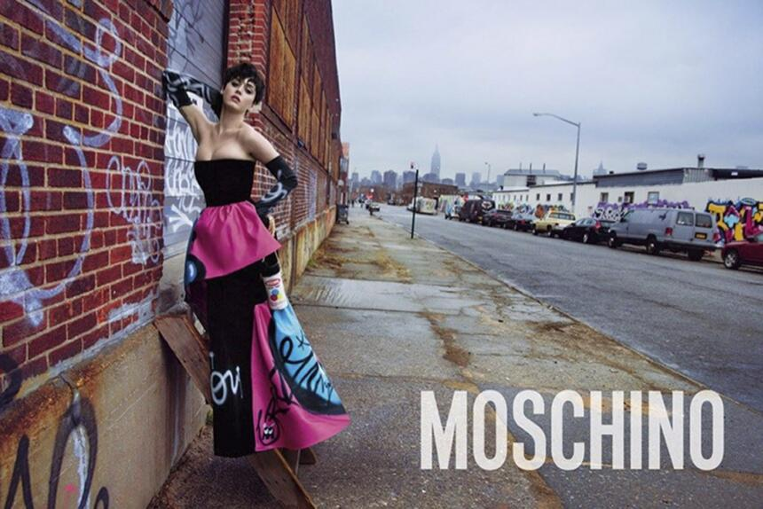 Katy Perry va de la mano con Moschino