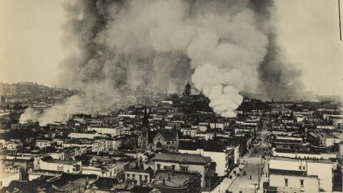 Imágenes del terremoto y el incendio que destruyeron la ciudad de...