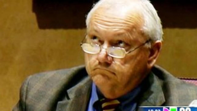 Russell Pearce, quien tenía una década en el Senado estatal, debe dejar...