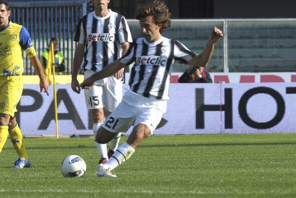 Antes, se había jugado el duelo en el que el líder Juventus visitó al Ch...