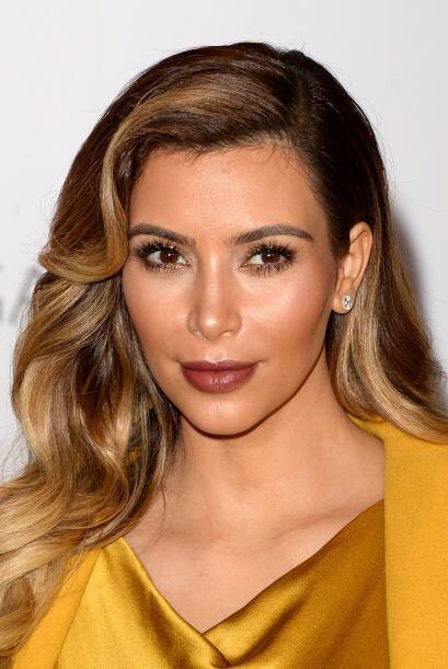 Para hacerle segunda a tu 'blush', al igual que Kim, aplica en tus pómul...