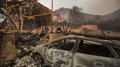 Residentes en Malibú sin poder regresar a sus hogares a una semana de los mortales incendios en California