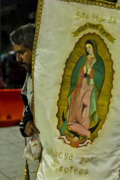 Según la tradición católica, la Virgen de Guadalupe se le apareció al in...