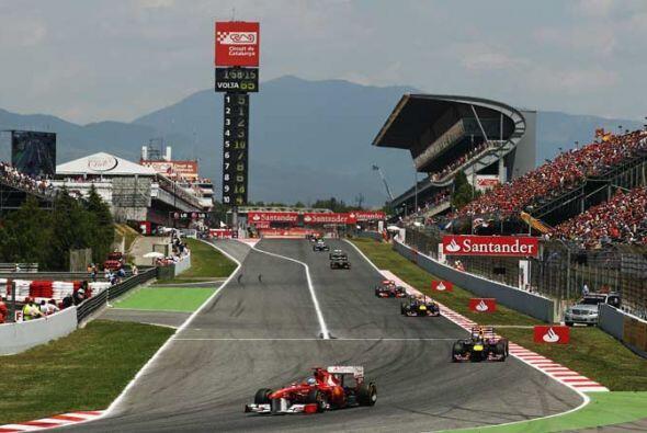 La afición española celebró el buen arranque de Alonso en su Ferrari.